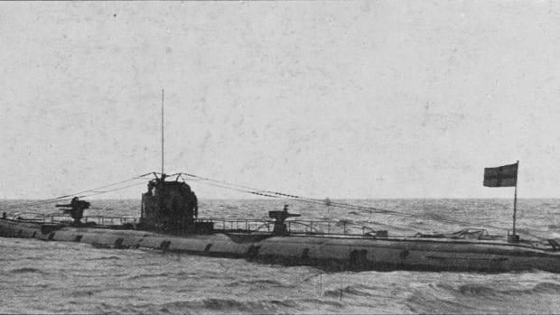 SM_U-110_(submarine,_1917)_-_NH_2092_-_cropped