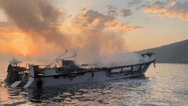 boat-fire-696x464