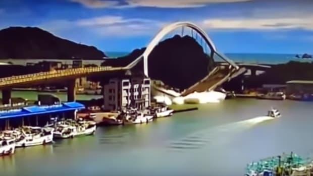Bridge plunge Taiwan