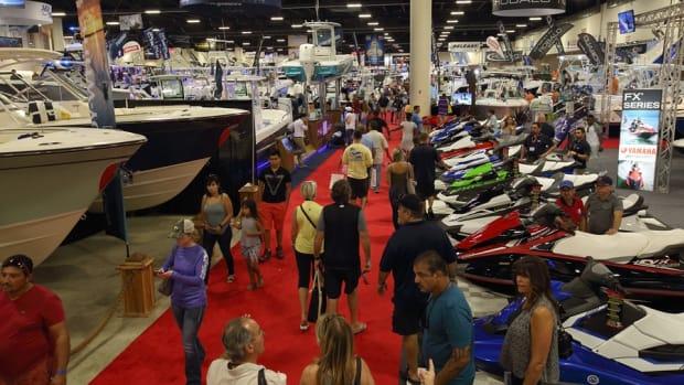 FLIBS16-boat-show-aisles