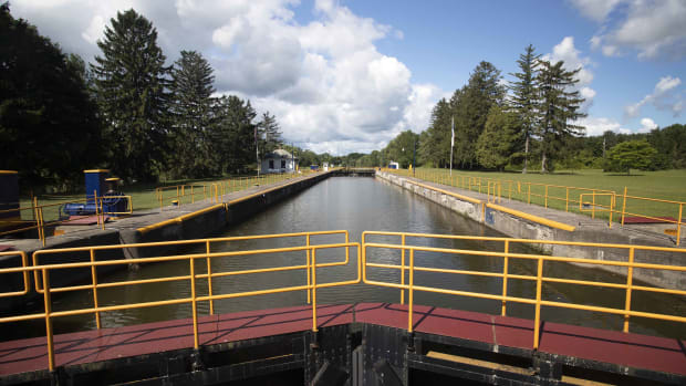 erie-canal-lock