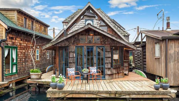 StorybookHouseboat