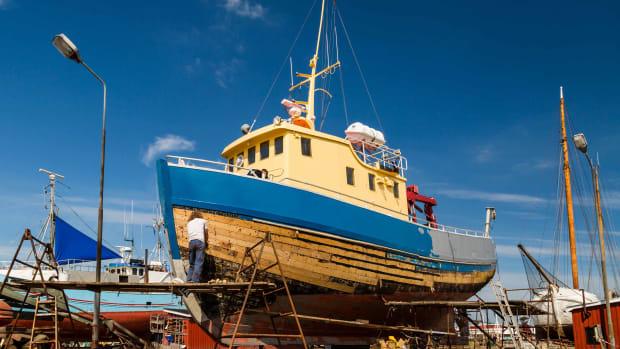 refit-boat-maintenance-AdobeStock_67965559