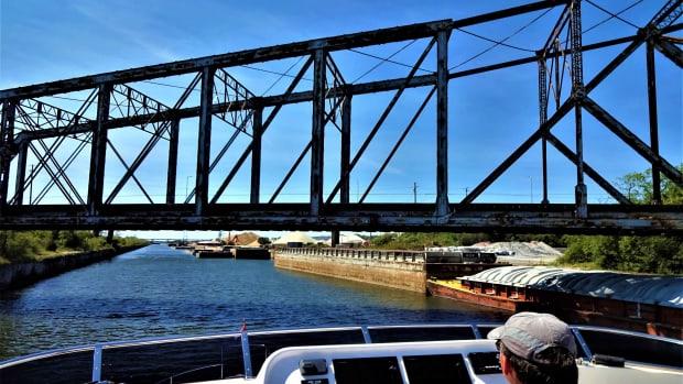 web-RR Bridge Chicago