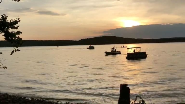 """Ride the Ducks"" Duck Boat Capsizes in Storm on Table Rock Lake, 17 Reported Dead (Video)"