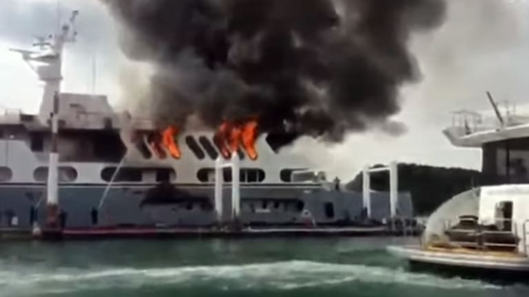 Converted to Yacht, Former Supply Vessel Burns in Thailand (Video)