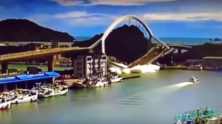 Bridge Collapses in Taiwan (Video)
