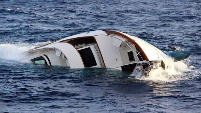 76-Foot Motoryacht Sinks Off Puerto Rico, Crew Escapes in Liferaft