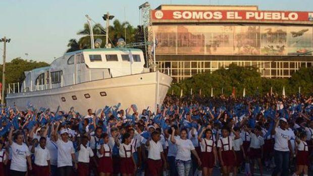 Granma_infantes_cubanos_desfile_Habana_f_Granma
