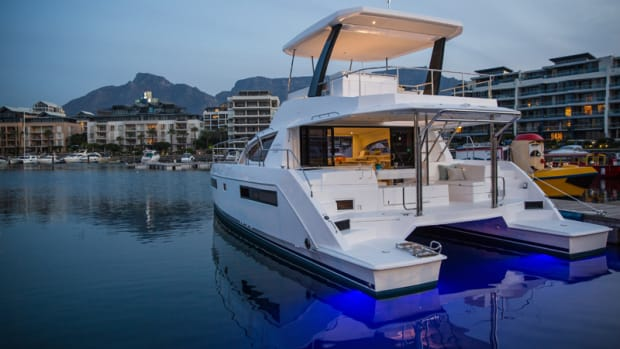 Moorings434 Powercat