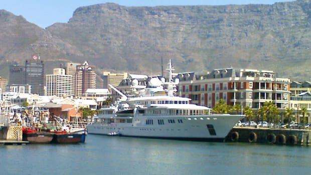 Tatoosh,_V&A_Waterfront,_Cape_Town,_18_Oct_2008