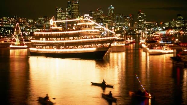 Christmas_Ship_kayaks_602px