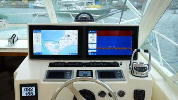 Helm_with_TZT_2_15L_displays_courtesy_F_Khedouri_aPanbo-thumb-465xauto-11820