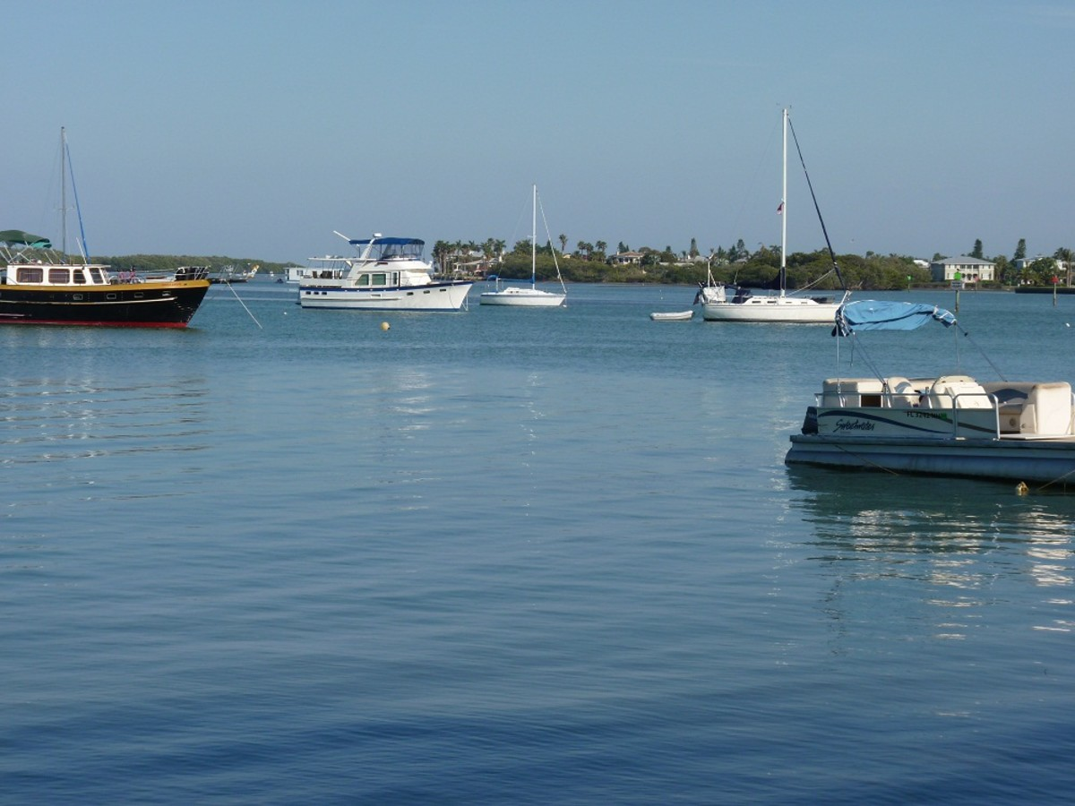 Mar Azul (middle with a blue bimini) at the Longboat Key anchorage.