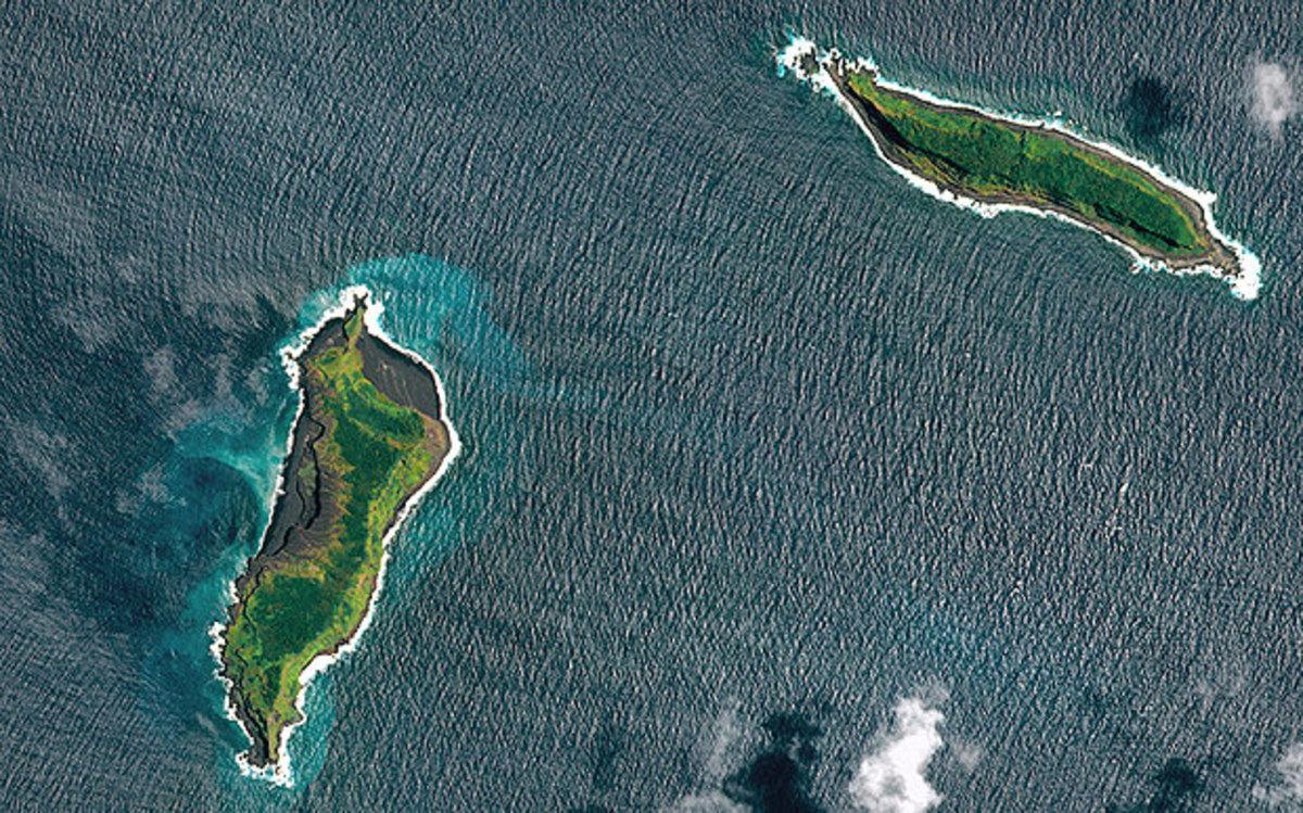 A pre-eruption satellite photo  (Pleiades © CNES 2015)