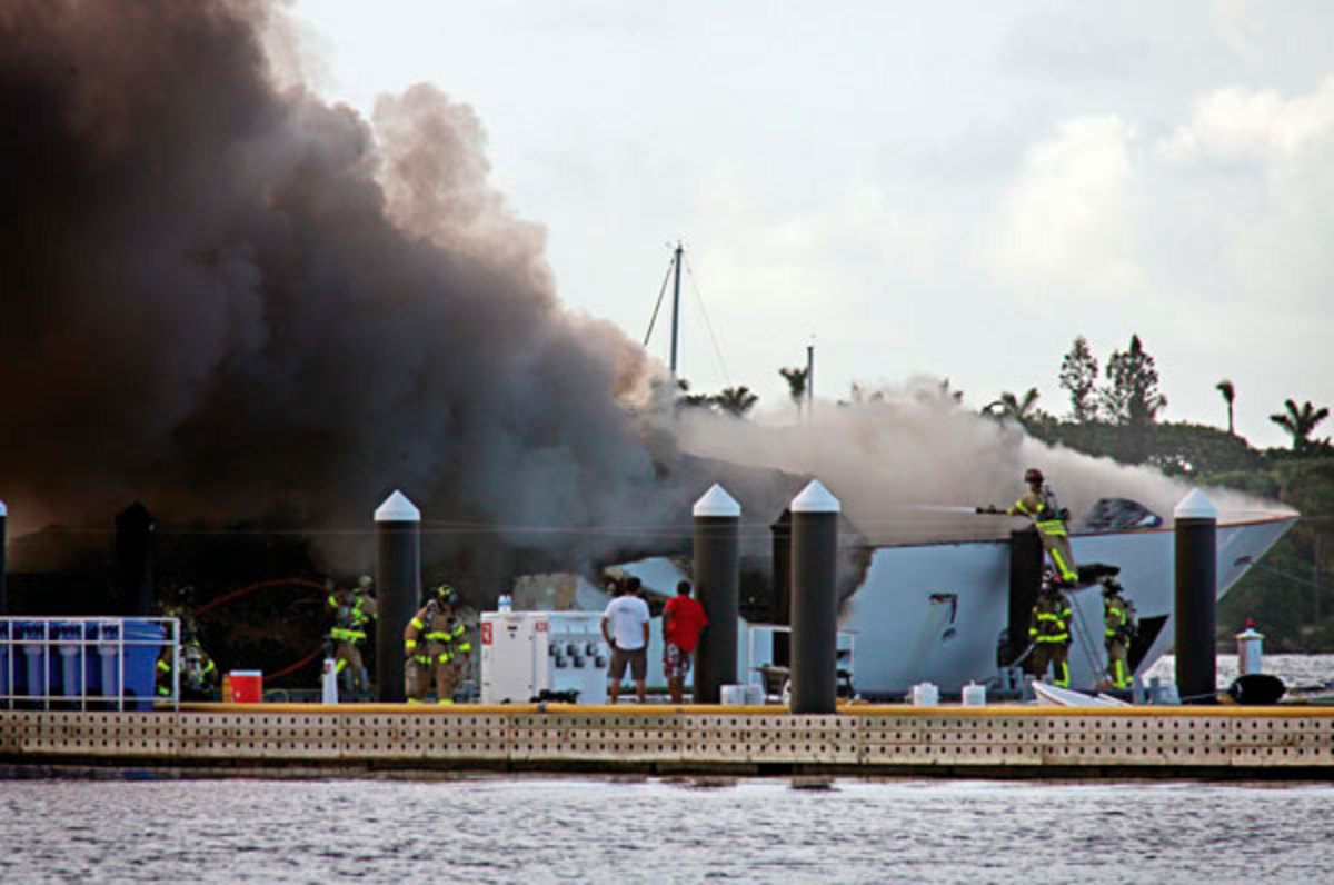 La Diva burning dockside in 2010.