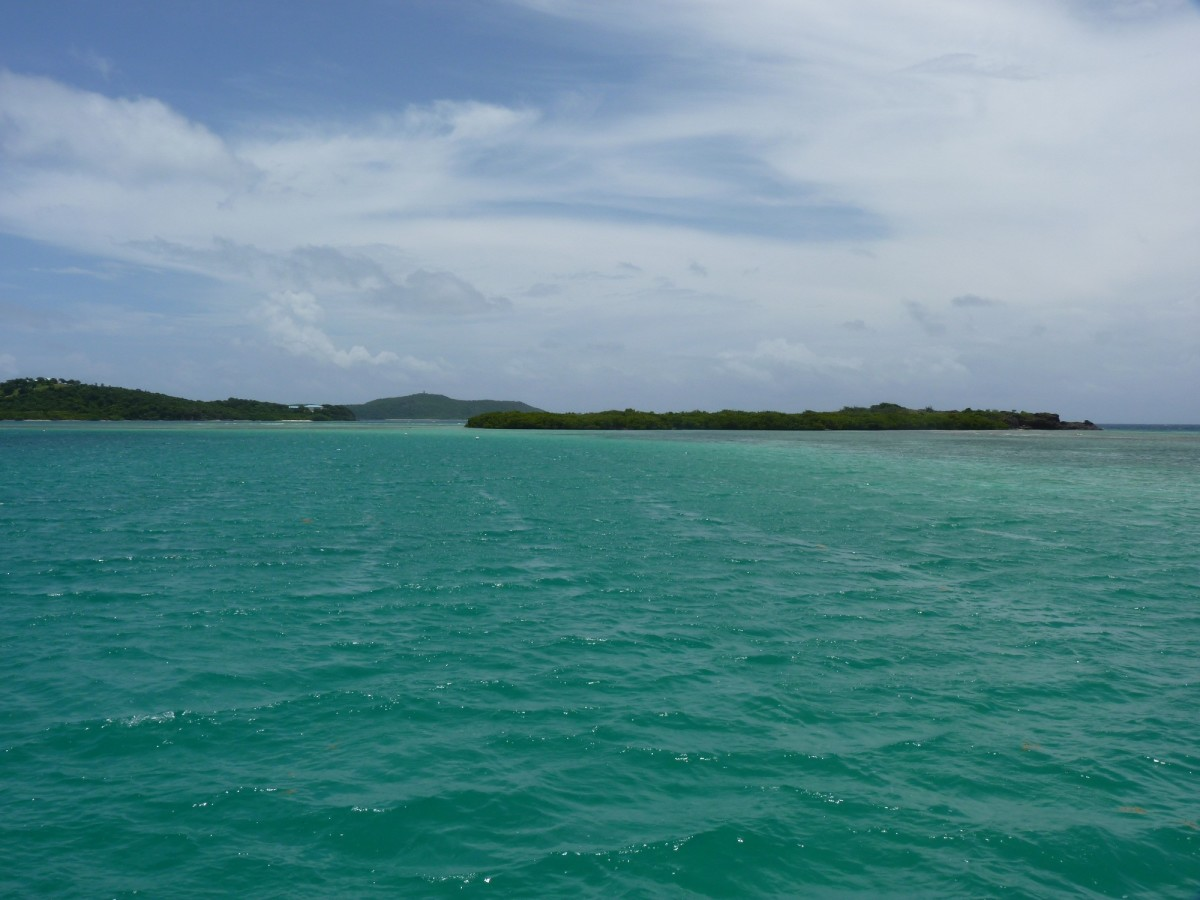 Bahia de Almodóvar anchorage, Culebra, on arrival Thurs pm. The park service provides free moorings at this reef-protected spot. Culebrita is in the distance, and we can spot St. Thomas and Sail Rock to the east.