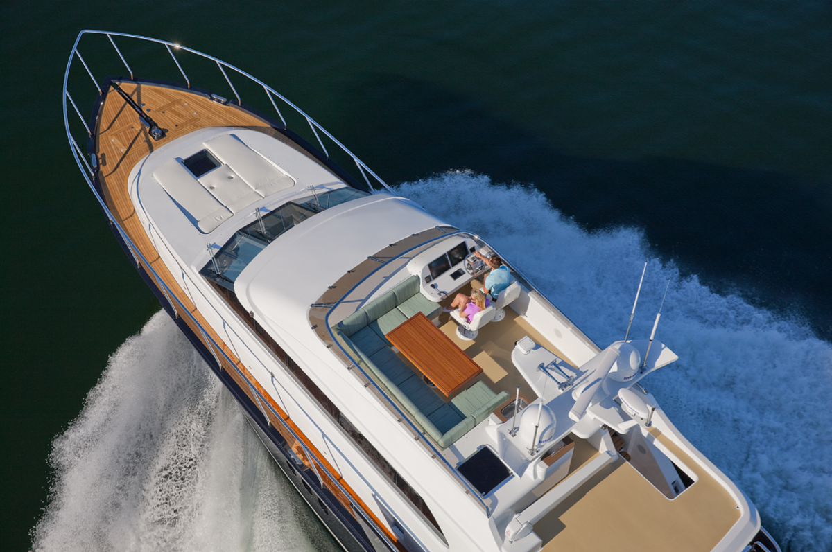 With a top speed over 30 knots, you'll never miss that happy hour again.
