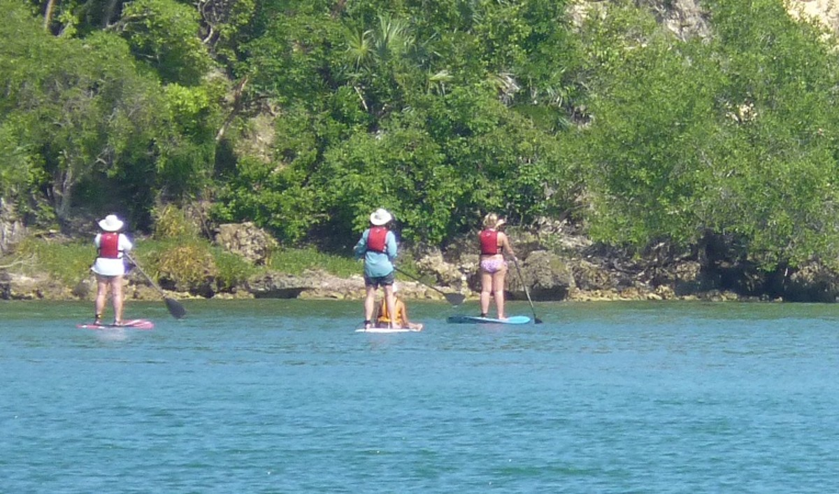 A paddle boarding tour came through Puerto Ferro in the afternoon.