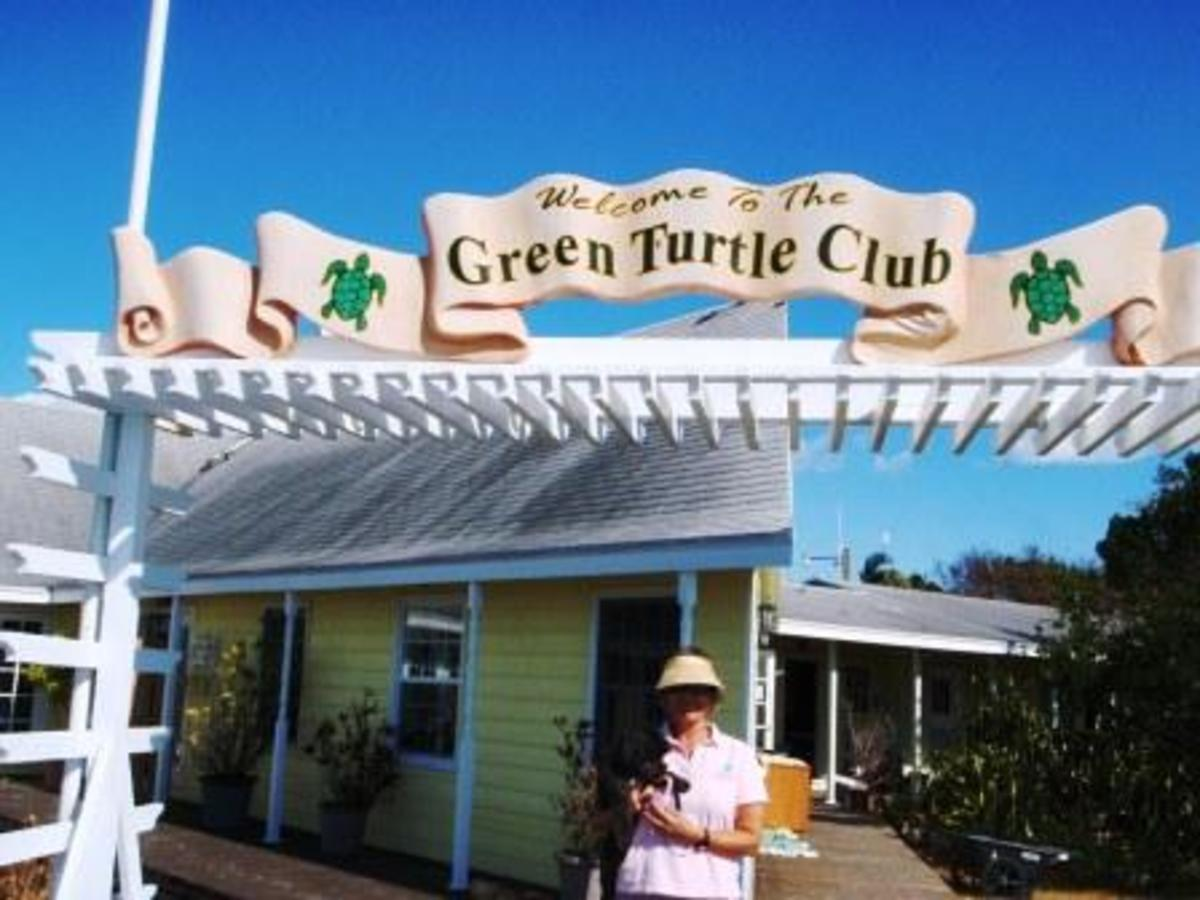 Susan and Baci in front of the Green Turtle Club