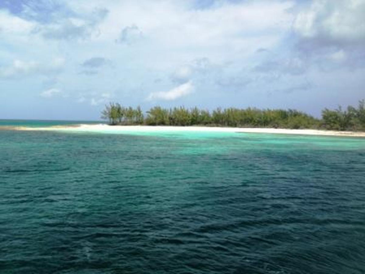 Approaching Munjack Cay ; a gem i won't miss again.