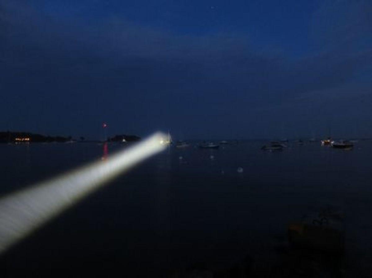 Marinebeam_Ultra_spot_flashlight_testing_cPanbo-thumb-465xauto-9693