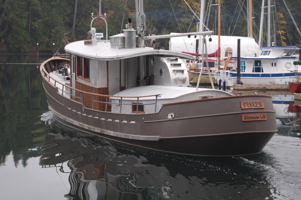 The rounded stern reveals quality of welds; half-round bar stock conceals seams at knuckles. Hullside guard strip is of purpleheart, a dense and durable tropical hardwood species especially resistant to crushing and shock loads.
