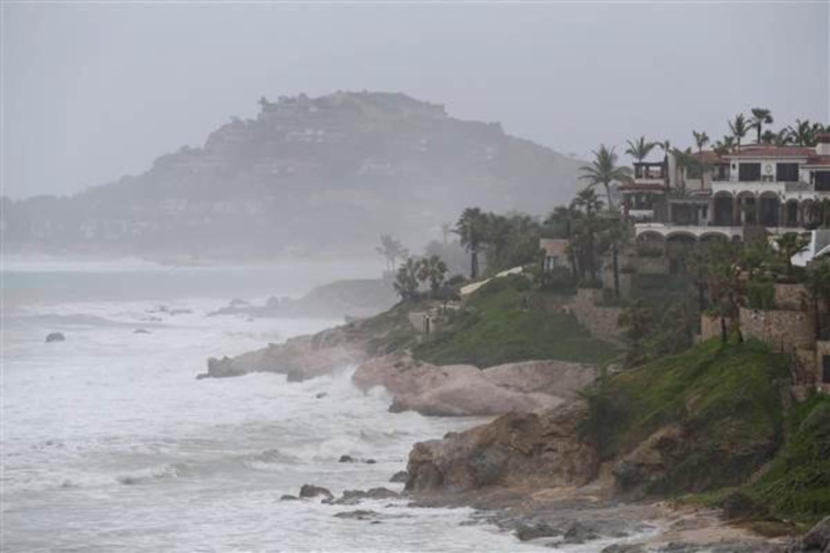 140914-hurricane-odile-jms-2033_014fd5563f1bd518158bb675920985cf.nbcnews-ux-600-400