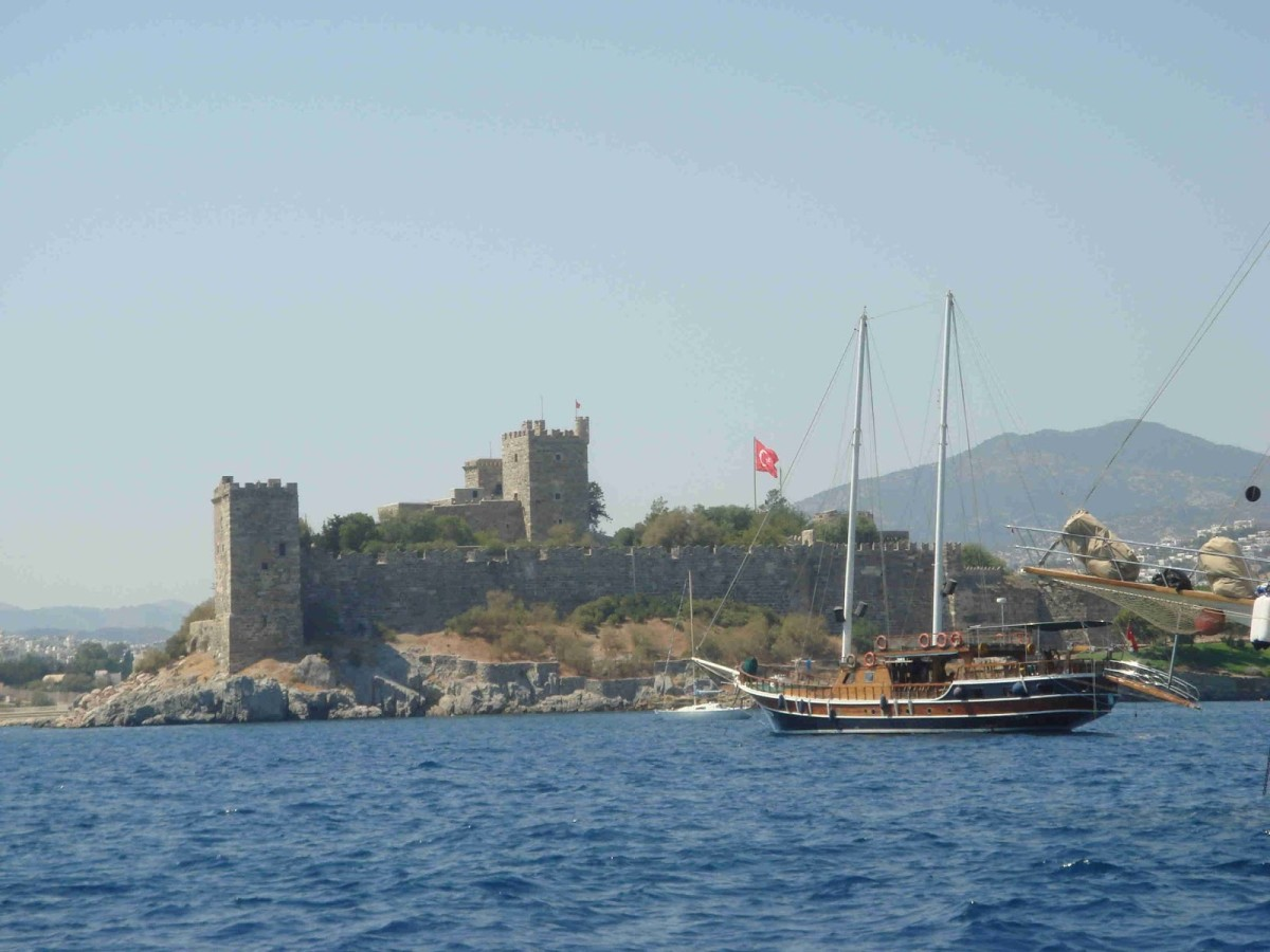 When in Bodrum, LeeZe enjoyed a slip close to the Bodrum castle. Quite the sight.