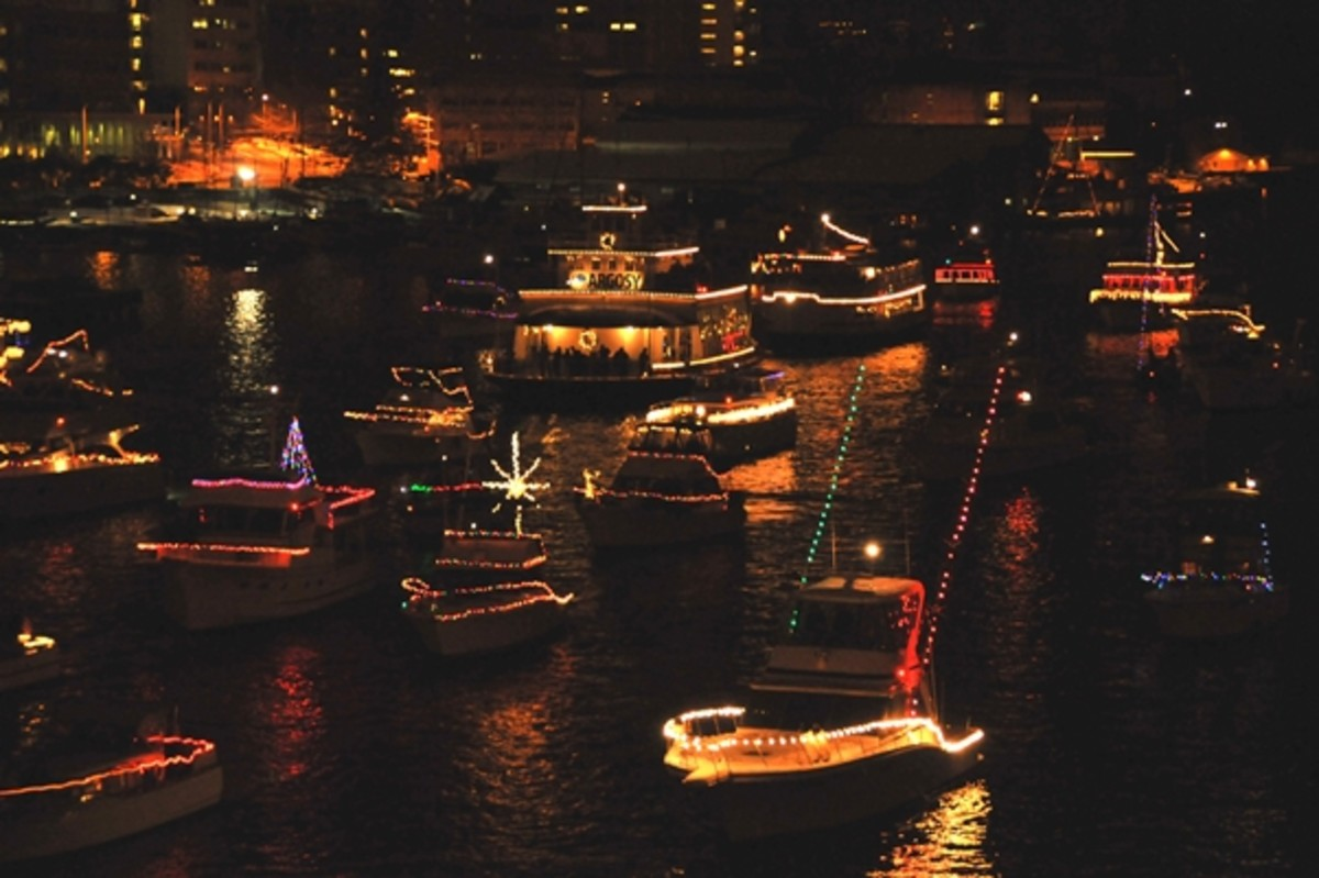 Christmas_Ship_lots_of_boats_602px