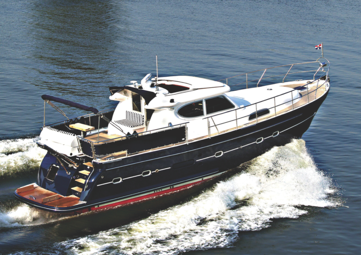 With a CE category A rating, the E4 is brave enough for any seas.