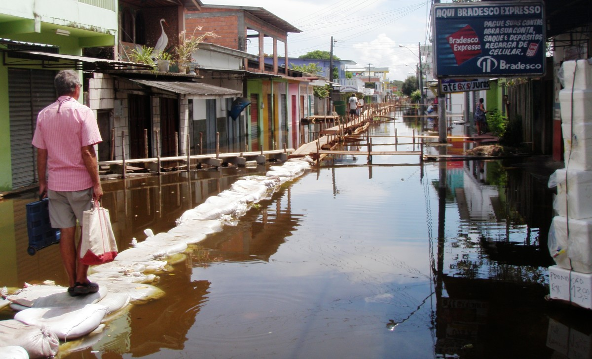 This is what flood season is like for Amazon villages.