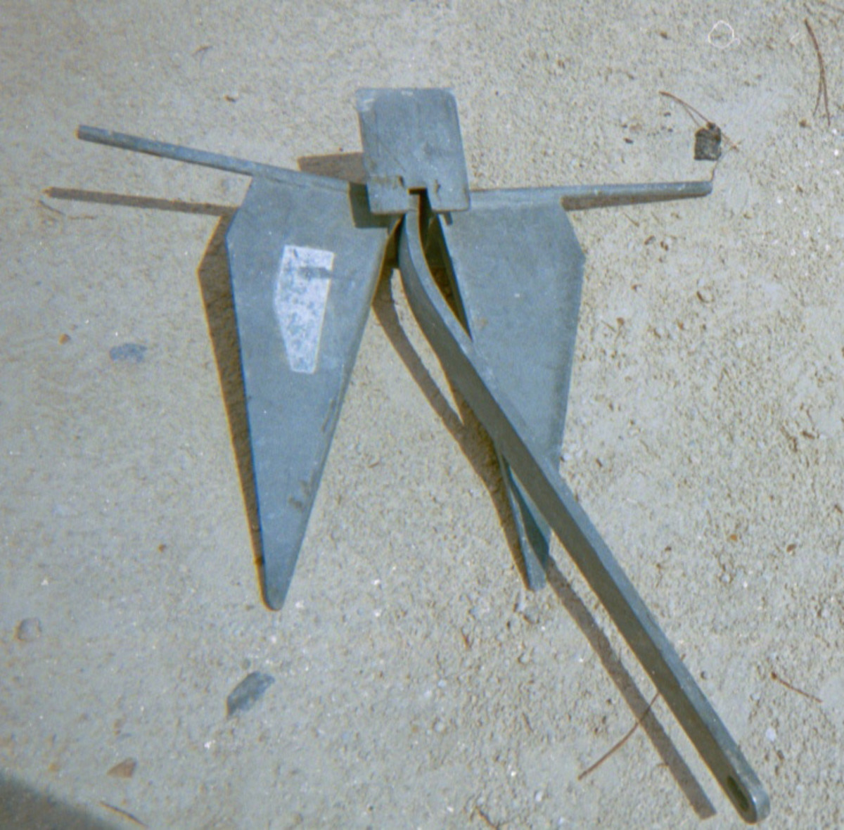 Example showing the results of side loading on an anchor.
