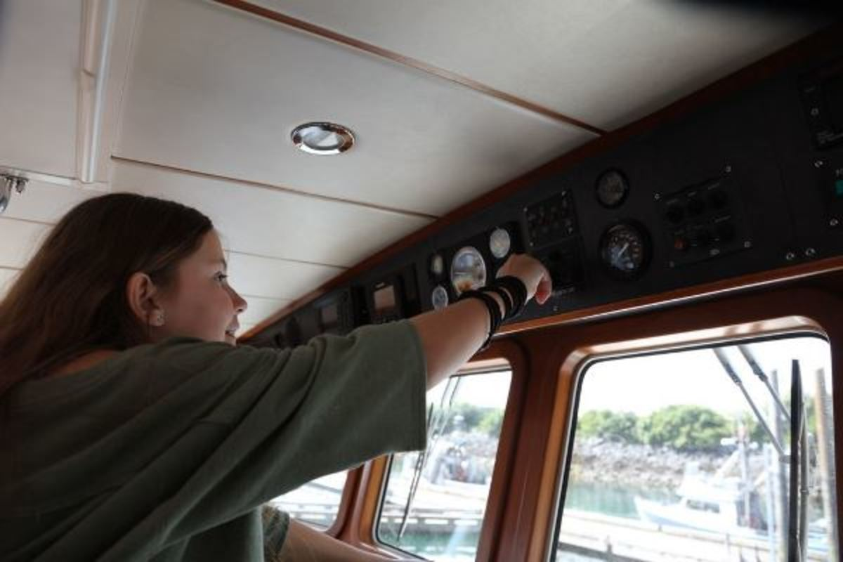 A pivotal moment: Bianca shutting doen the engines after our crossing.