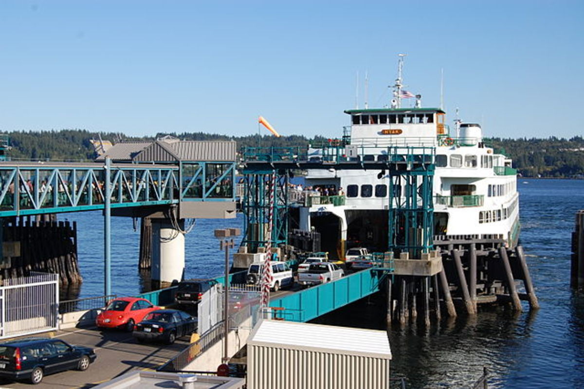 The Hyak boarding at the Bremerton Ferry Terminal.