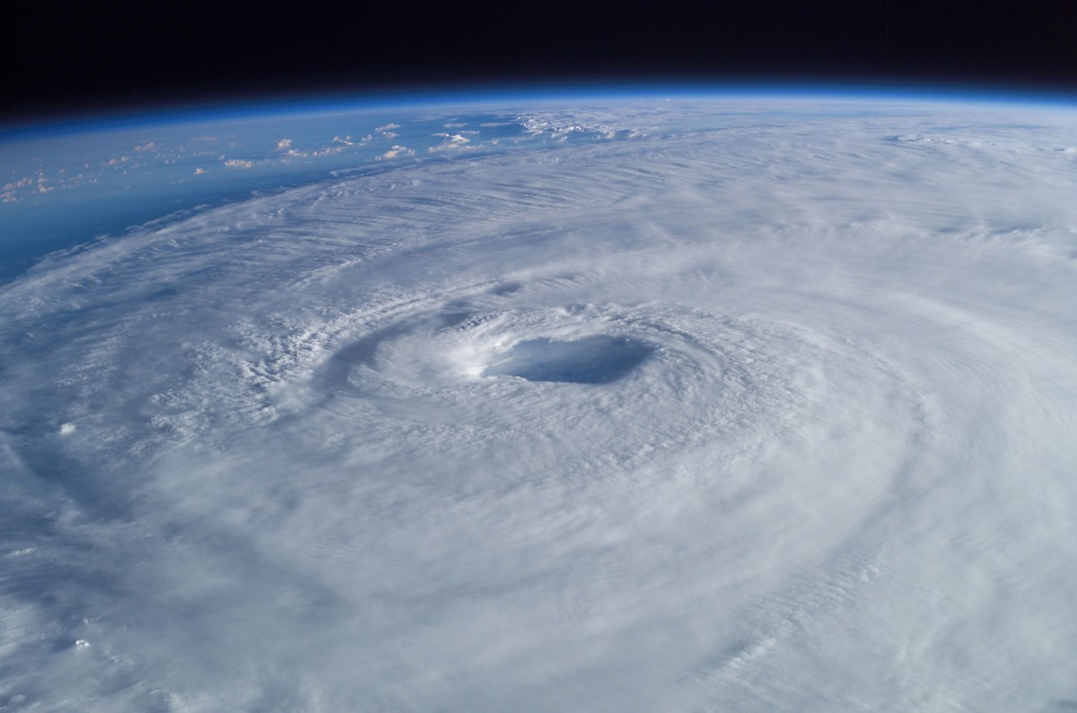 Hurricane_Isabel_from_ISS