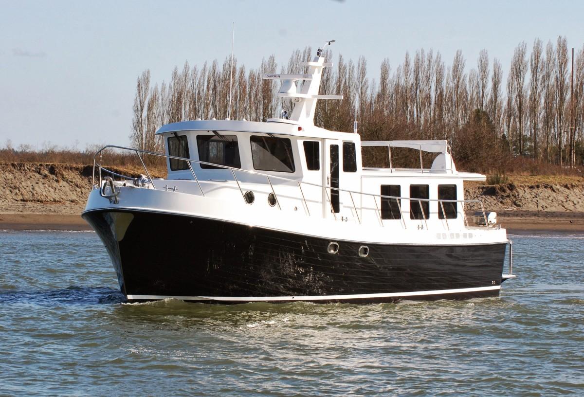 American Tug 485-01 bow quarter