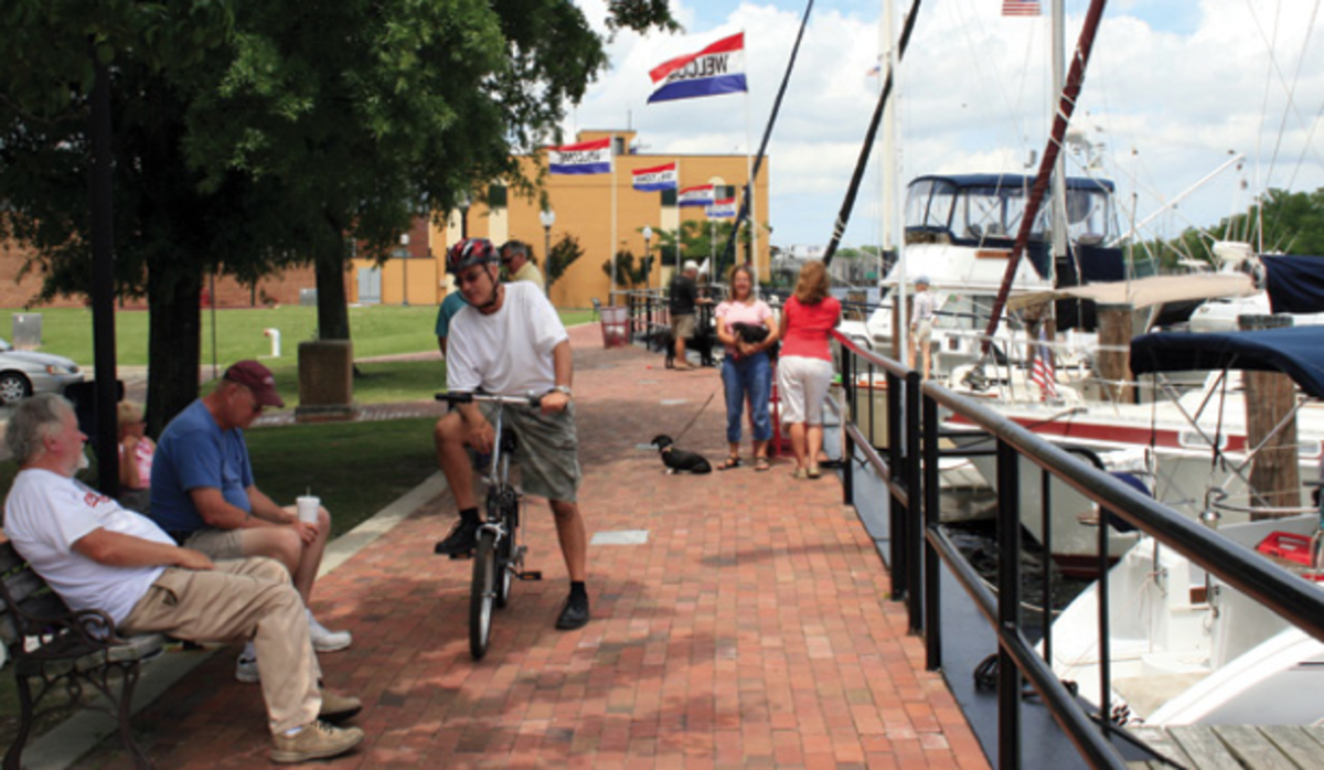 During the spring and fall snowbird migrations, the docks at Elizabeth City are a lively place for cruisers to meet and socialize.