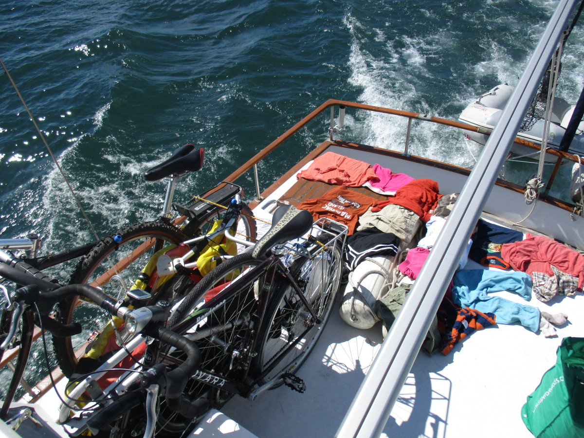 While underway, the bikes are lashed down and, taking advantage of the sunshine, laundry dries on deck.
