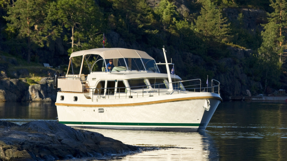 This Linssen steel yacht is perfect for canal cruising and beyond.