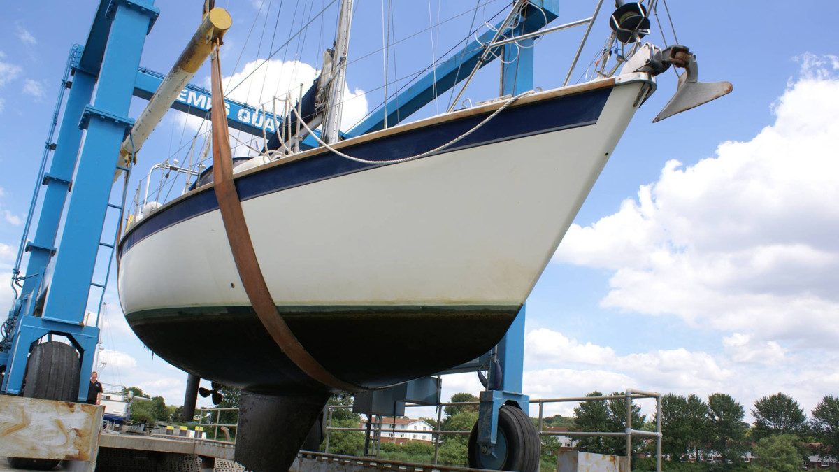 Same sailboat after being protected with an ultrasonic system.