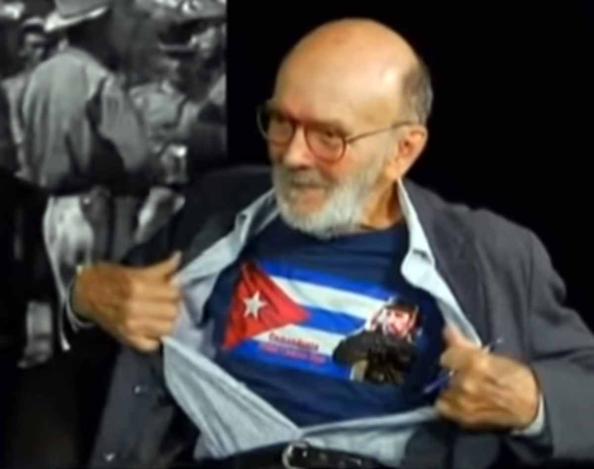 Antonio del Conde shows his continued support for the Castro regime in a Mexican television interview.