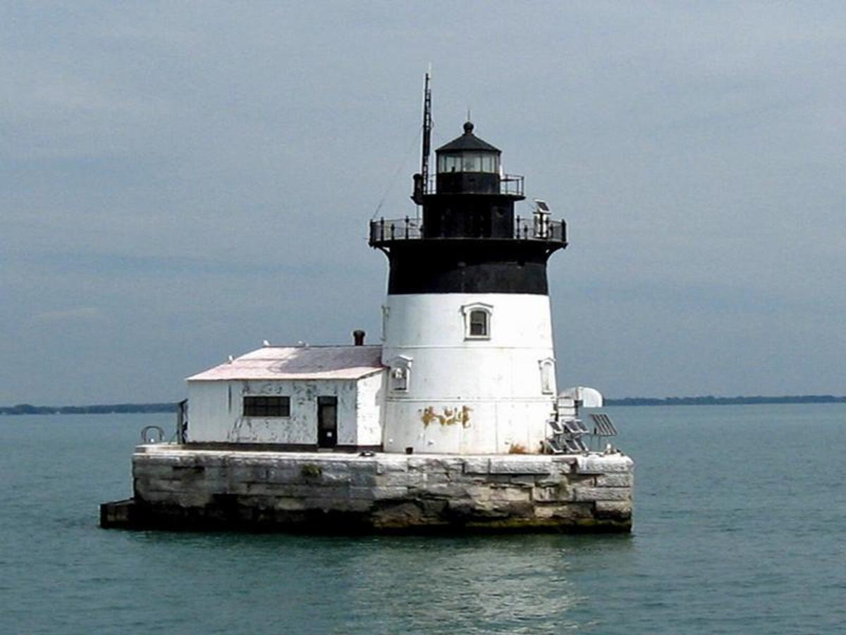 The highest bid for the Detroit River light is $27,000. For property details and inquiries/questions regarding property inspection, contact: Richard Balsano, Phone: 312-353-0302 Fax: 312-886-0901richard.balsano@gsa.gov.