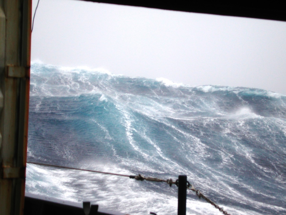 Rogue wave approaches a commercial vessel head on.