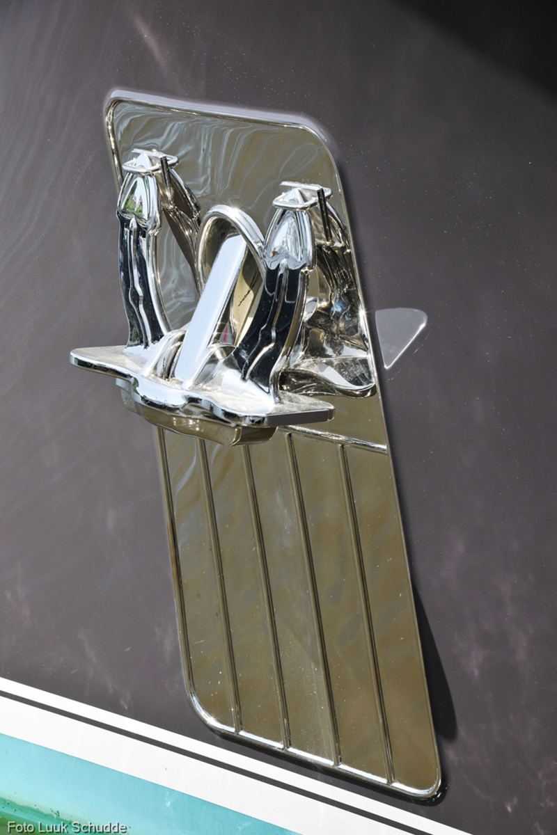 Custom stainless steel anchors adorn the bow on both sides.