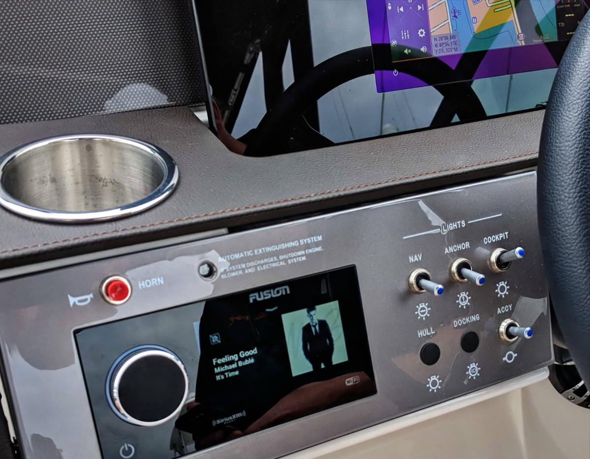 SeaRay-290SDX-prototype-install-cPanbo-1600x1245