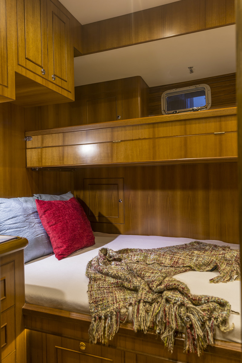 The guest cabin can be configured with different berth layouts, with an option for conversion to an office.