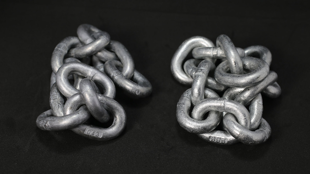 Two types of galvanized anchor chain: High Test on the left, and Proof Coil (BBB) on the right showing its short link length.