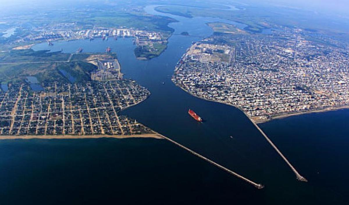 Like Salina Cruz, Coatzacoalcos is an industrial port.