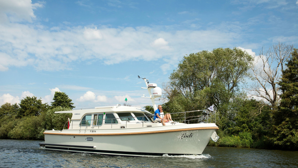 Linssen's trademark low air draft makes it a great option for canal trips, Great Loop passages, or anywhere bridge clearances can put a crimp on cruising schedules.